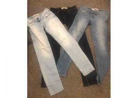 3 pairs hollister jeans as new