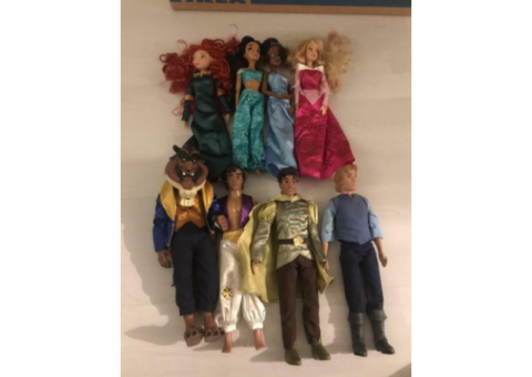 Disney store doll bundle